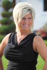 "Long Island Medium  Season 3 recaps of ""The Graduate"" and ""Beach Bonding"""