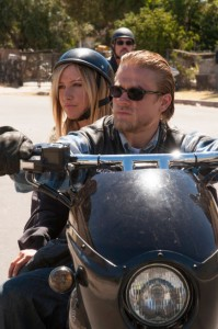 """Charlie Hunnam gives guest star Ashley Tisdale a lift in """"Sons of Anarchy"""""""