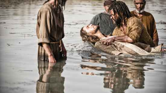 "John (DANIEL PERCIVAL) baptises Jesus (DIOGO MORGALDO) in HIstory's ""The Bible"""