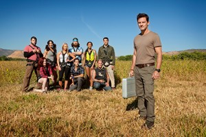 contestants on 72 Hours race to find a suitcase of cash
