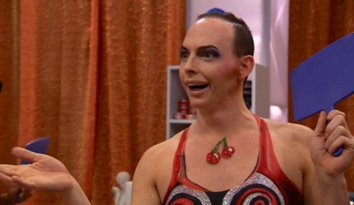 Alyssa Edwards wonders what's going on with Vivienne's Ass Skin Wars season 2 episode 4
