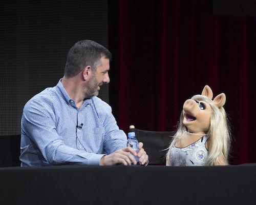 tca-the-muppets-kushell-piggy