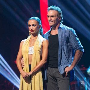 Karina Smirnoff & Doug Flutie (Adam Taylor/ ABC)