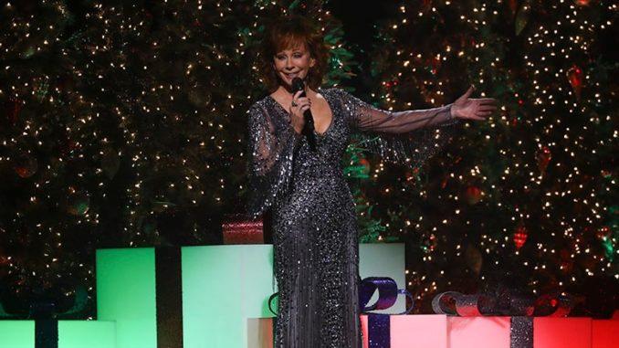 Cma Country Christmas.Monday Dec 10 Reba Mcentire Hosts Cma Country Christmas